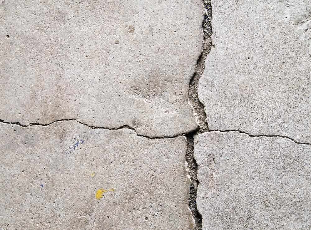 Z2 hairline crack in concrete